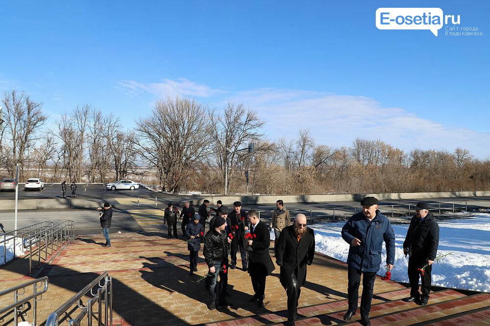 Гости из города-героя Волгограда посетили Владикавказ в памятный день, фото-1