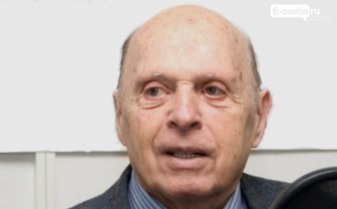 Исаак Халатников, Умер один из разработчиков советской атомной бомбы Исаак Халатников