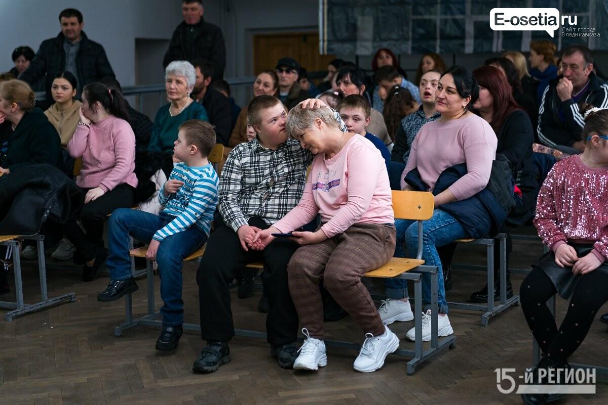 Учащиеся 26-й школы устроили праздник для детей с синдромом Дауна