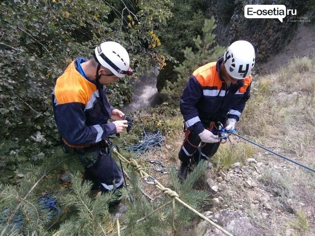 Трактор с водителем упал в ущелье в Северной Осетии