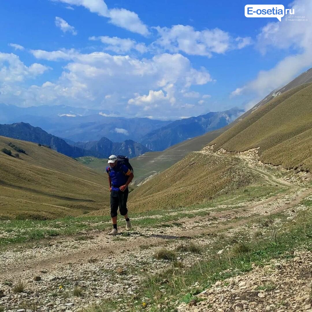 Бегун из Омска Иван Давыдов. который стартовал 2 сентября в Дербенте добрался до Северной Осетии.
